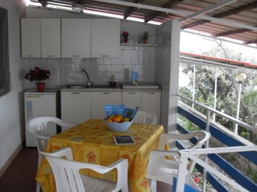 BUNGALOW BILOCALE Prefabbricato in Muratura: Veranda-cucina2