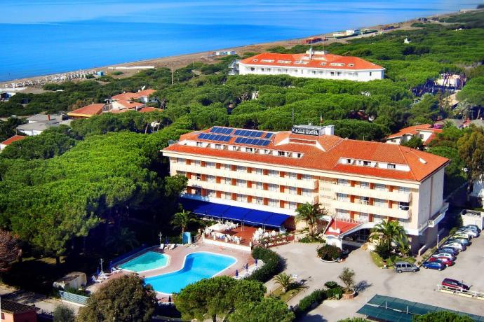 hotel-caserta-baiadomizia-piscina-adulti-bambini-tennis-spiaggiaprivata