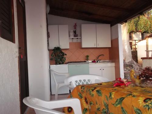 Appartamento con Tavolo e Angolo Cottura Esterno