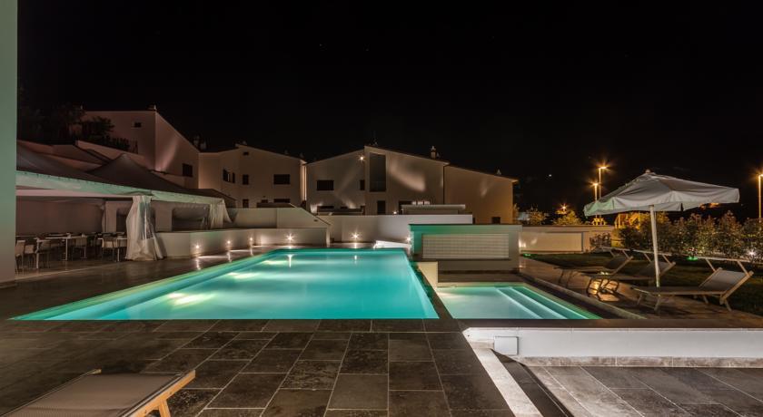 Piscina con angolo Idromassaggio Design Hotel & Spa