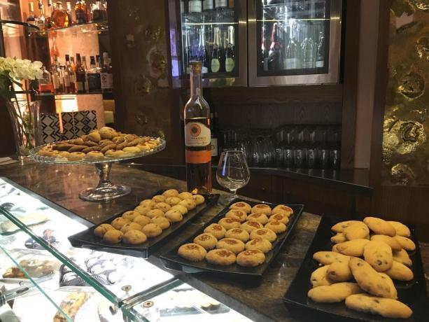 Biscotti e liquore albergo in Puglia