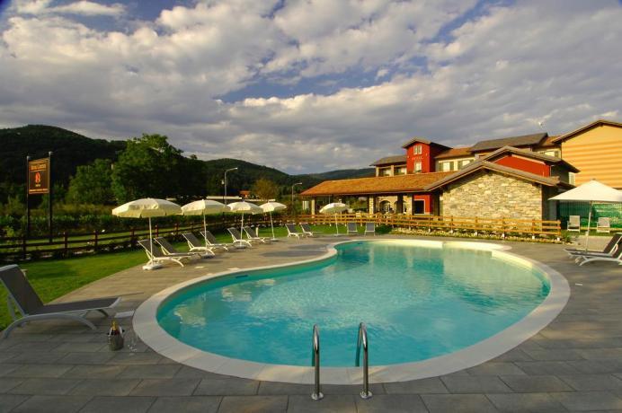 Piscina Esterna in Hotel4Stelle vicino Novara