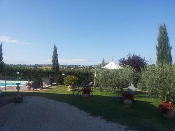 Piscina attrezzata in agriturismo per Eventi Montefalco