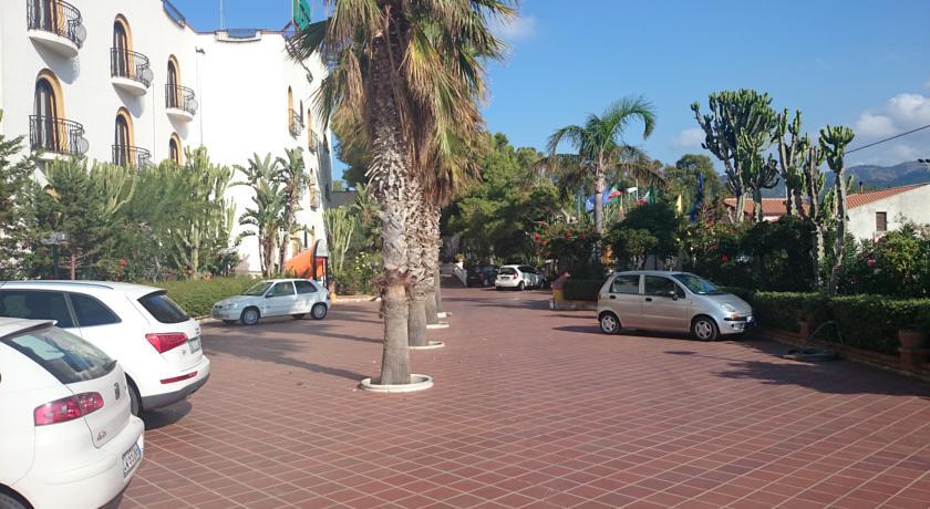 Hotel a Marina di Patti con Parcheggio interno