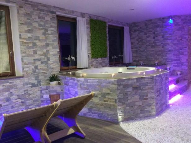 Benessere con vasca idromassaggio e area relax