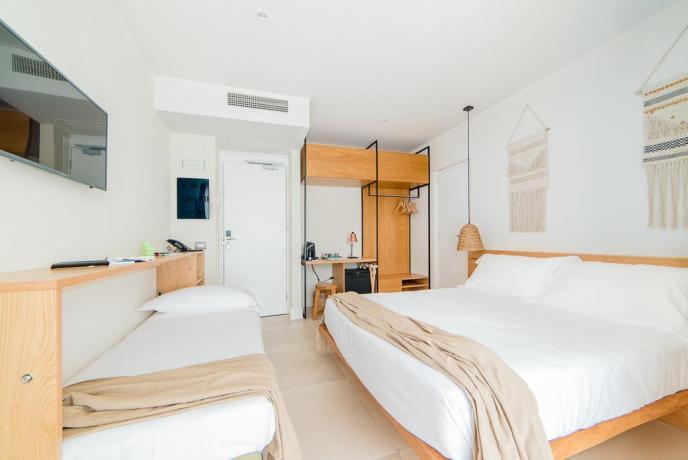 Camera con TV satellitare hotel 4 stelle Baia-Domizia