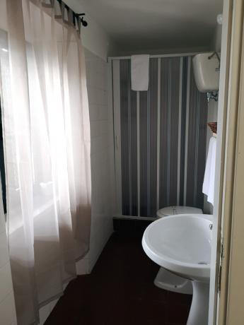 Camere con bagno privato con doccia: Umbria Vacanze