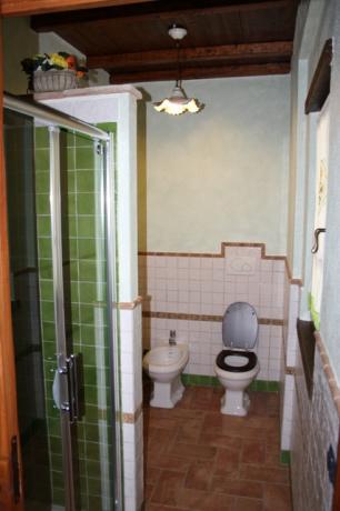 bagno privato con cabina doccia appartamento il Nocio