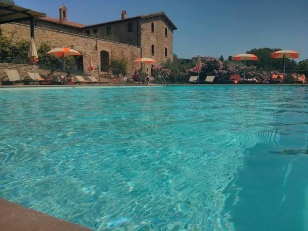 Piscina a sfioro hotel 5stelle Lago Trasimeno-Umbria