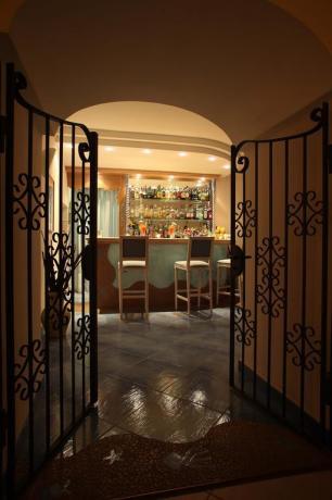Bar con servizio cocktail hotel Ischia porto