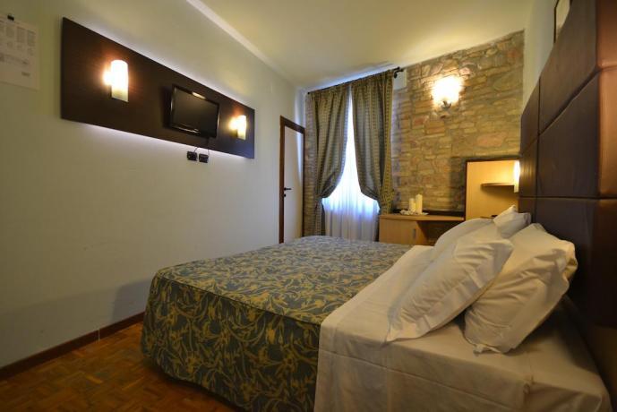 Camera matrimoniale con televisione telefono Assisi
