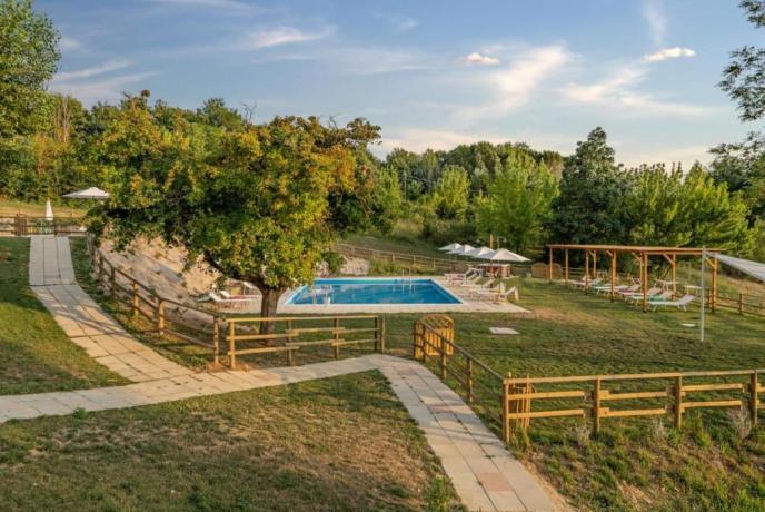 Borgo vicino Assisi con 2 piscine