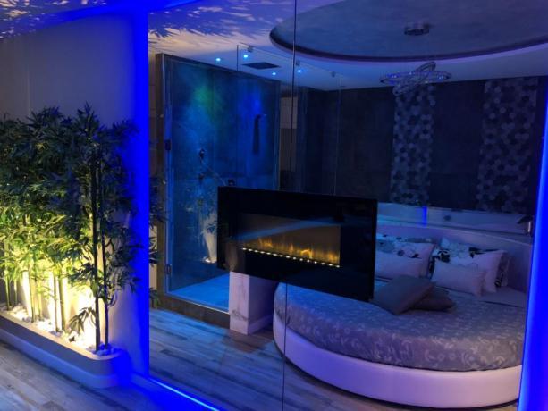 Romantica Suite con Idromassaggio 2 Posti