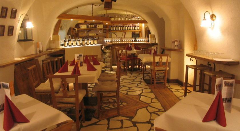 Cantina winebar trentino Hotel 3stelle Folgaria