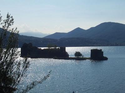 Castelli e dimore sul lago maggiore hotel b b agriturismi for Lago vicino milano
