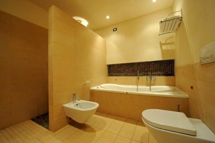 Bagno con vasca Jacuzzi villa in Umbria
