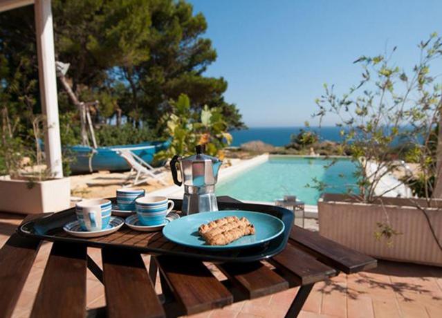 Piscina e Spiaggia Private in Villa a Selinunte