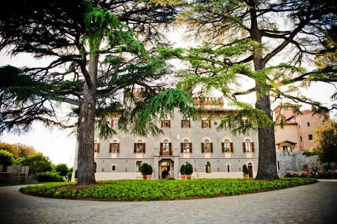 Ingresso resort 5 stelle a Perugia