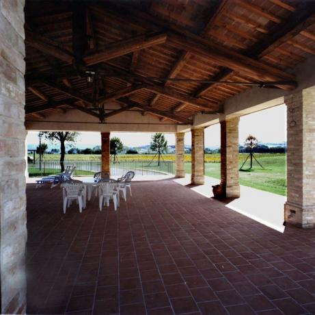 Appartamenti-vacanze con veranda fronte Piscina Ospedalicchio-Umbria
