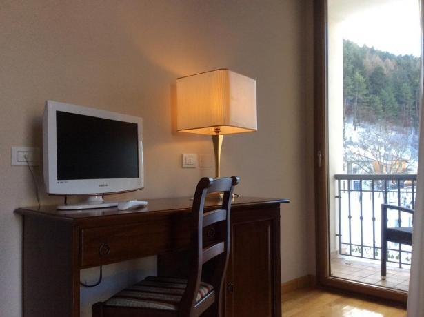 Camere con Tv e terrazzo vista parco