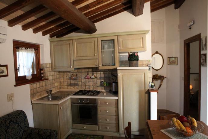 Cucina attrezzata B&B in Umbria