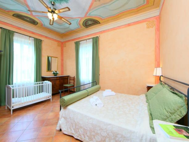 Camera matrimoniale con culla Casa Vacanze Umbria