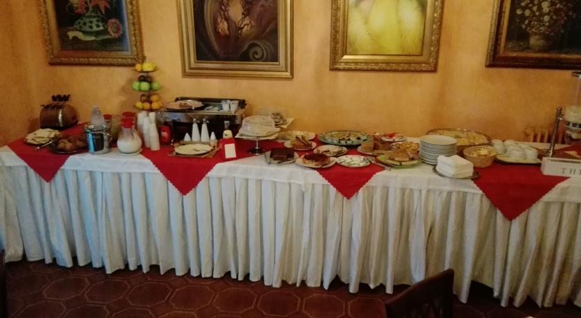 Ricco buffet per la colazione dell'hotel in Sicilia