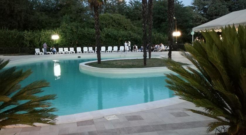 Hotel con piscina vicino Zoomarine a Palestrina