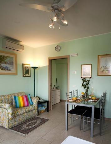 Appartamento con soggiorno e aria condizionata