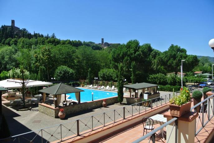Hotel in Toscana con piscina immersa nel verde