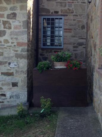 Particolare in muratura casale vicino Todi