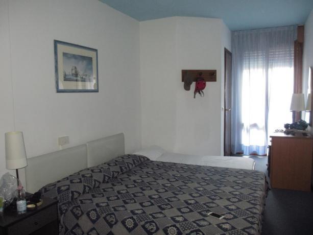 Camera Matrimoniale e letto aggiunto a Bibione
