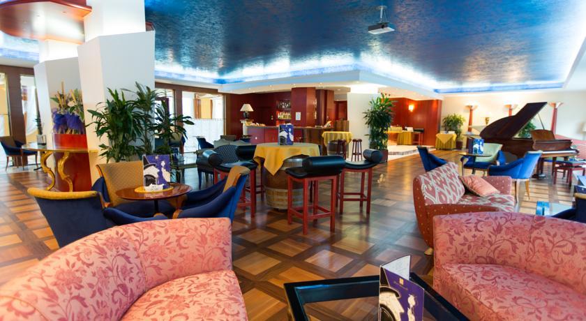 Hotel con ristorante e sala congressi a Pomezia