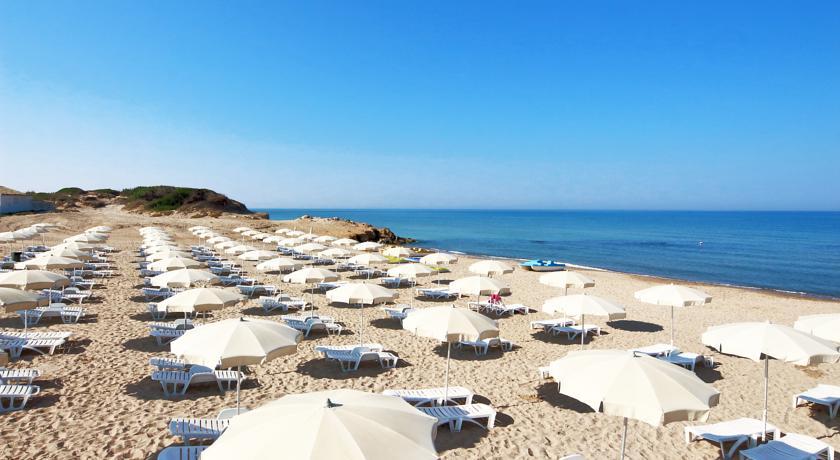 spiaggia del resort a ragusa
