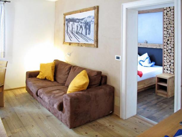 Camera matrimoniale con soggiorno in Trentino