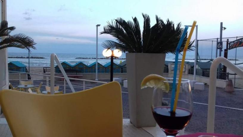 Cocktail sulla spiaggia di Pesaro