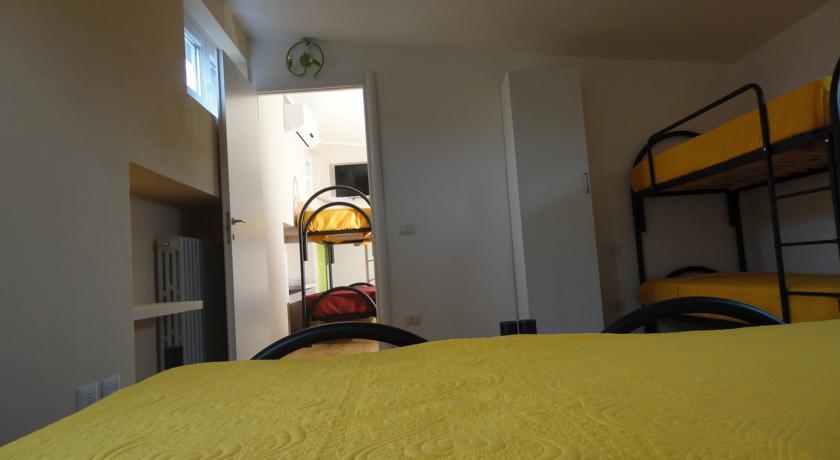 Ampie camere con bagno privato a Pavia
