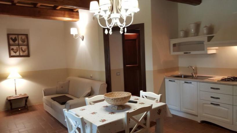 Agriturismo Appartamento con soggiorno e cucina a Ferentillo
