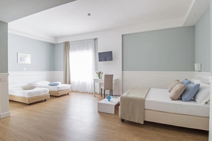 Camera quadrupla moderna hotel4stelle Manfredonia