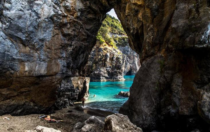 In Calabria Villaggio vicino al Mare e Montagne