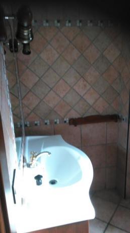 Camera da letto con bagno privato B&B all'aquila