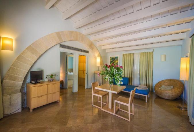 Camera con Sala Soggiorno a Trapani