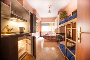 camera con bagno privato e cucina a Roma