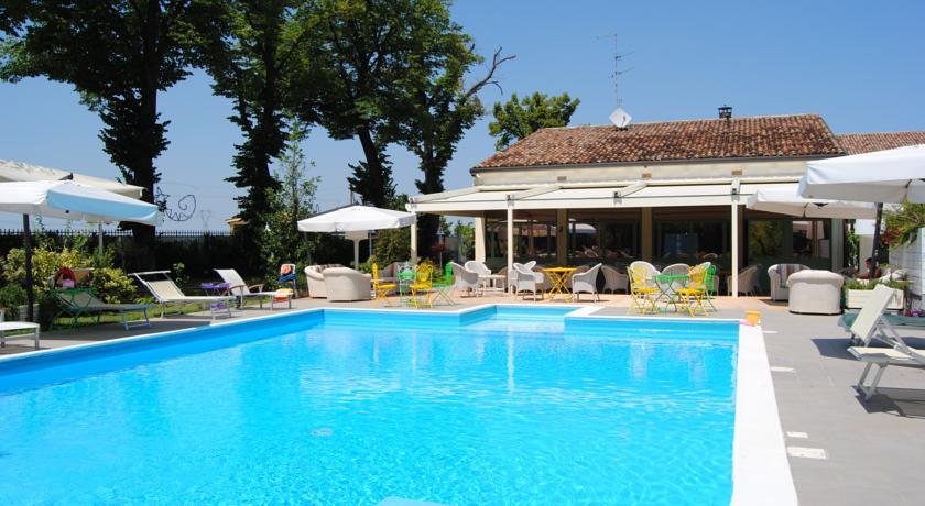 Vista meravigliosa della nostra piscina