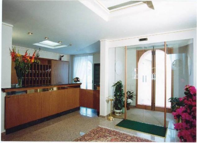 Ingresso e reception dell'albergo
