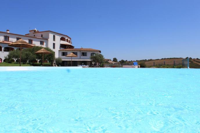 albergo 4 stella ad olbia con piscina