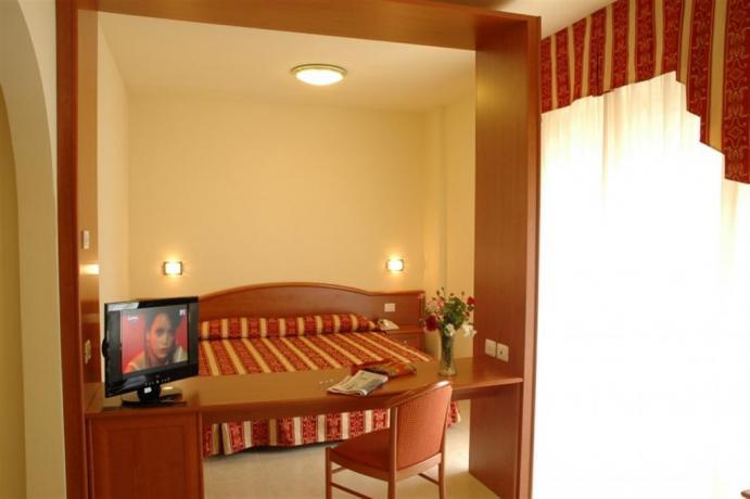 Suite con TV schermo piatto Hotel a Cervia