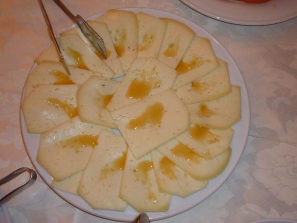 Tagliere formaggi tipici umbri pecorino Norcia hotel3stelle Assisi