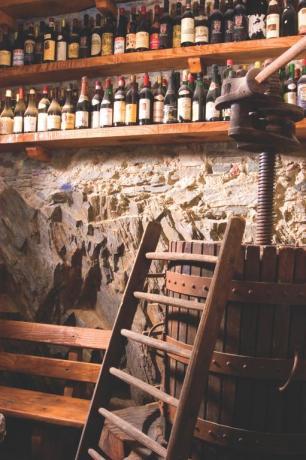 Cantina della villa storica sul Lago d'Orta