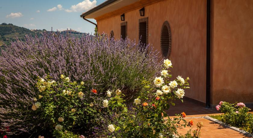 Country House con piscina e benessere in Umbria
